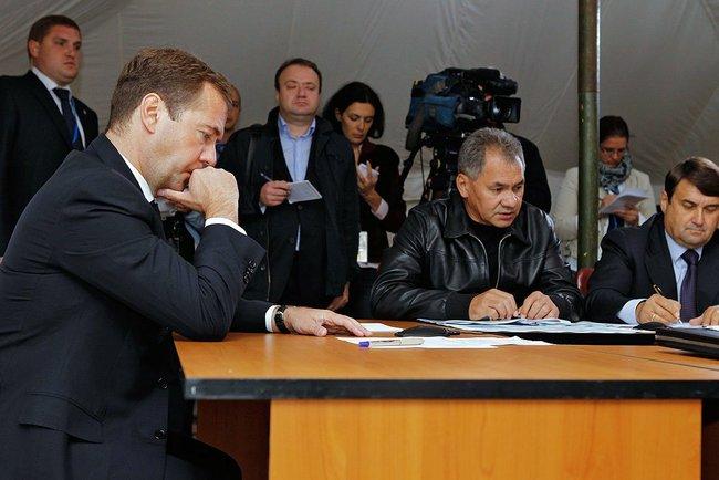 Руководитель МЧС России Сергей Шойгу доложил главе государства, что на месте падения самолета Як-