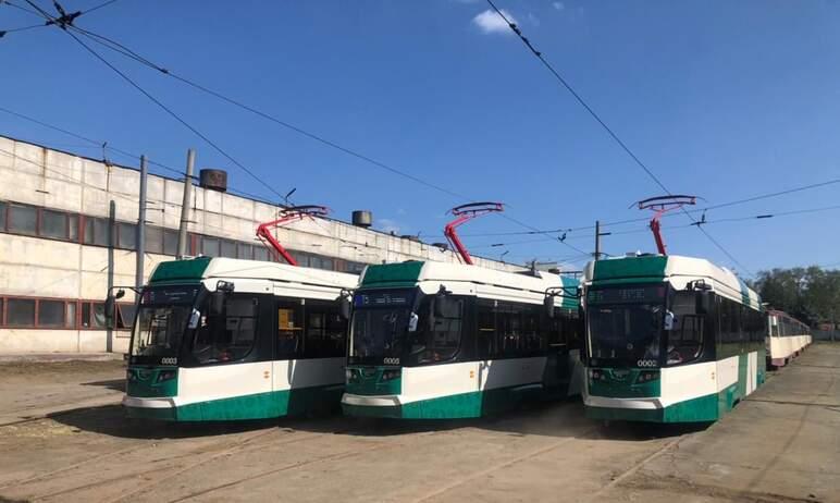 В Челябинске первые восемь новых трамваев, собранных на Усть-Катавском вагоностроительном заводе,