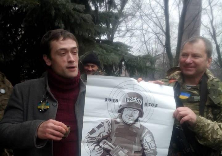 Как стало известно агентству «Урал-пресс-информ», актер в одежде с символикой украинской армии вы
