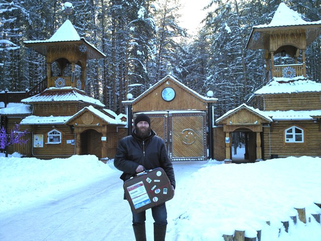 С 27 декабря 2010 года по 14 января 2011 года монумент «Сказ об Урале» олицетворяющий си