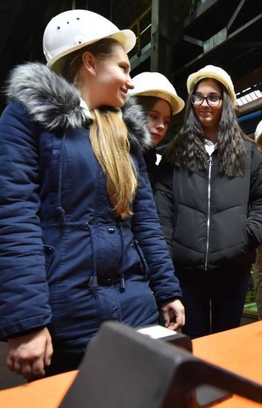 Ученики академического лицея №95 побывали на рельсобалочном стане Челябинского металл