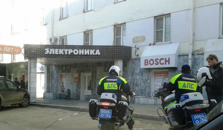 Полицейский из Челябинска серьезно пострадал во время погони за мотоциклистом. Байкер же заявил,