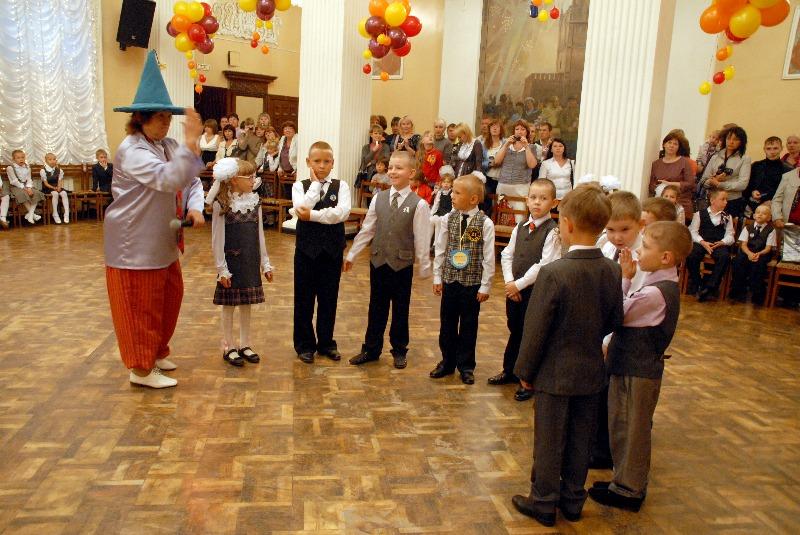 Открыли торжественное мероприятие помощник генерального директора ОАО «Златмаш» по связям с общес