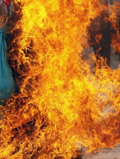 Инцидент произошел ранним утром 28 января во дворе одного из домов. Загорелась маш