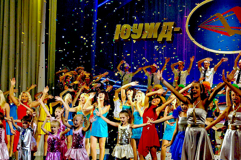 В Челябинске праздничный торжественный вечер прошел 31 июля на стадионе «Локомотив». Награды желе