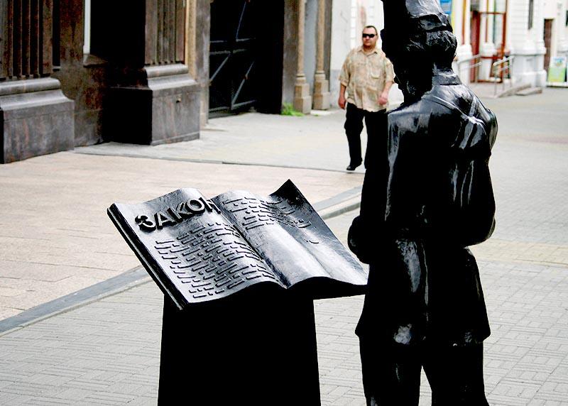 Михаил Светлаков обвиняется по статьям «Получение должностным лицом взятки за неза