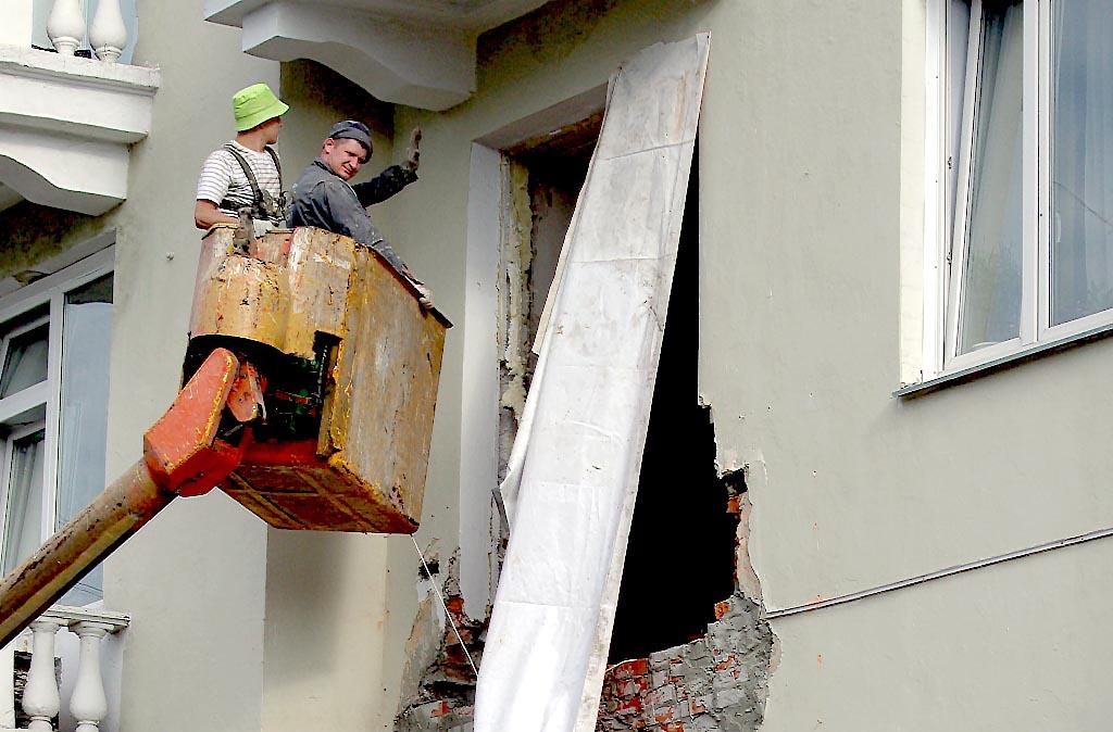 Собственники дома знали о плохом состоянии балконов и потому оставляли их пустыми. Однако это не