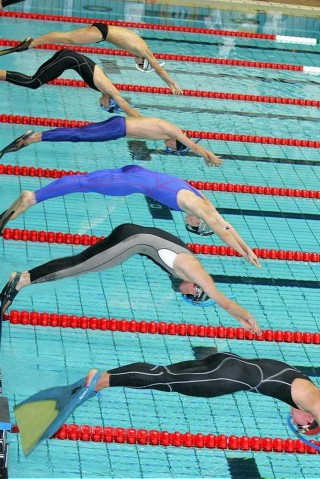 В соревнованиях принимали участие более 200 спортсменов из 17 стран Европы. В составе сборной Рос