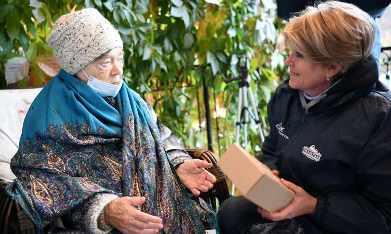 Пенсионеры, проживающие в Челябинском геронтологическом центре, получили подарки от Благотворител