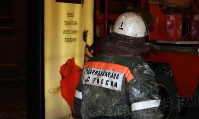 «В 21.35 нам поступило сообщение о задымлении в КРК «Мегаполис». В 21.37 пожар