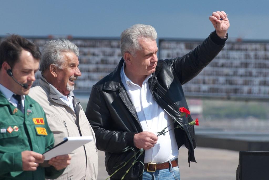 Напутствовали ребят заместитель министра образования и науки Челябинской области Вадим Бобровский