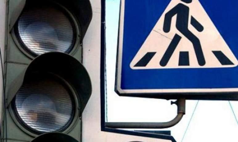 В Челябинске при проведении земляных работ подрядчик вывел из строя светофор на перекрестке улиц