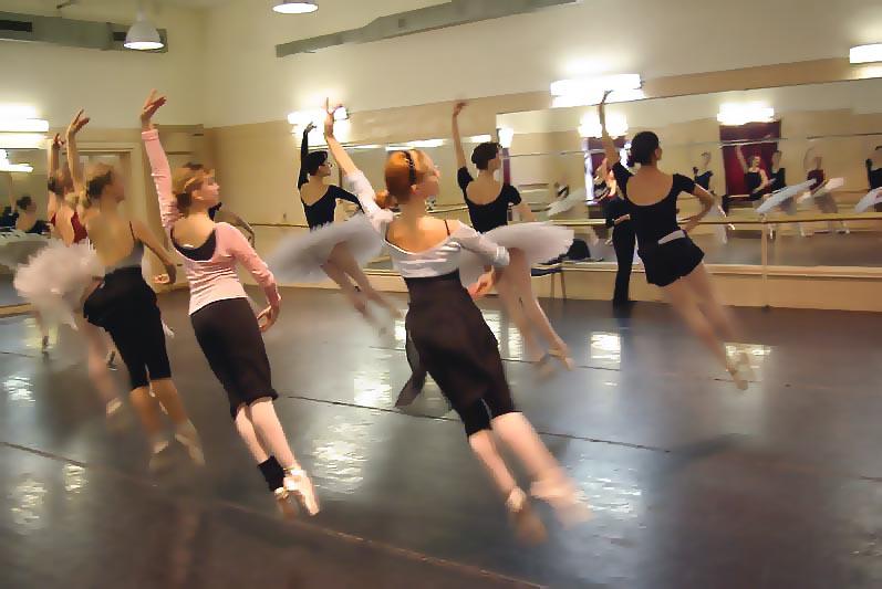 Но уже сегодня известны имена ведущих танцовщиков знаменитых театров страны, которые примут участ