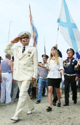 Жители Миасса (Челябинская область) по традиции День Военно-Морского флота отметили на берегу озе