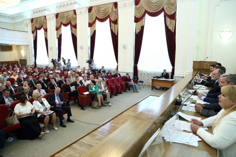 Пленарному заседанию предшествовала работа семи «круглых столов» по проблемам, предложенным самим