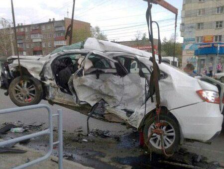 Водитель дорогой иномарки, устроивший смертельное ДТП в Челябинске, был пьян. Молодой человек сож