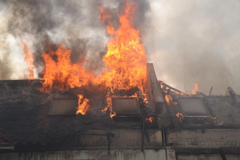 Как сообщает пресс-служба МЧС Челябинской области , по прибытии первых пожарных подразделений они
