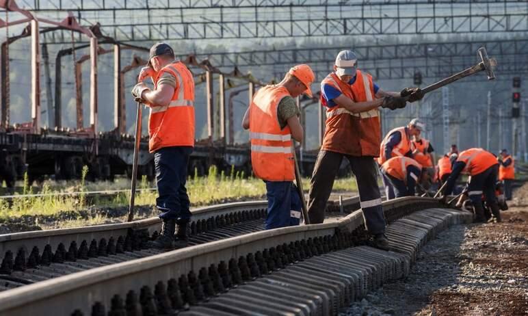 С первого октября заработная плата работников ОАО «РЖД» будет дополнительно проиндексирована на 1