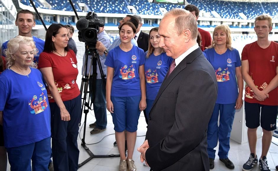 Президент РФ Владимир Путин сообщил, что ему не нравится никакой вариант повышения пенсионного во