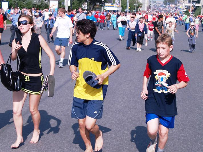 Уже в четвертый раз организатором мероприятия выступает Сбербанк. Забег на 4,2 км пройдёт одновре
