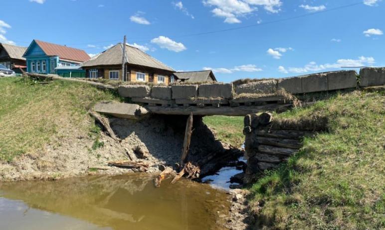 Разрушившийся мост в селе Меседа Катав-Ивановского района (Челябинская область),