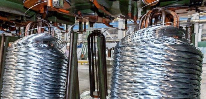 С целью удовлетворения требований потребителей освоено производство облегченной плетеной сетки с