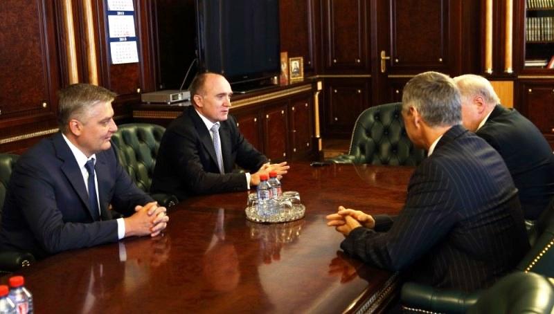 На встрече также присутствовал председатель совета регионального отделения справедливороссов, деп
