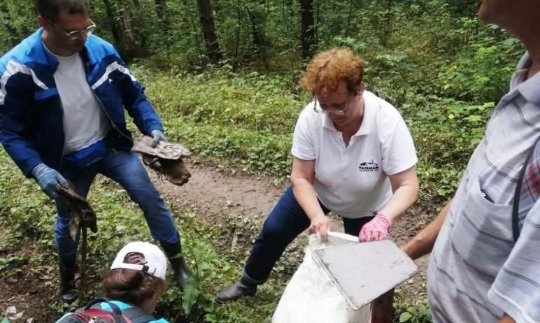 В Челябинской области в национальном парке «Таганай» сотрудники двух компаний убрали отходы на од
