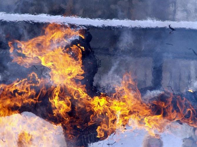 «Пожар произошел в подсобке для дворников. Бомжи сломали туда дверь и проникли