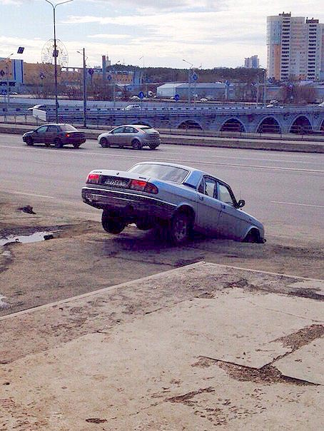 О случившемся агентству «Урал-пресс-информ» сообщили очевидцы. Сегодня ночью, 24 апреля, «Волга»