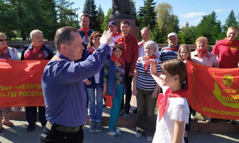 Челябинск отметил день пионерии. В праздничный день, 19-го мая, представители местного отделения