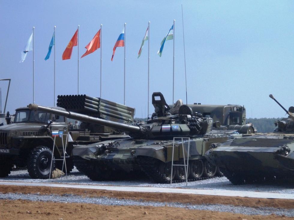 В российско-американские отношения вернулась риторика времен холодной войны, пишет сегодня газета