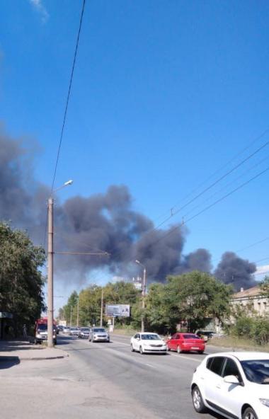 В пятницу, 17 июля, днем в Челябинске на улице Валдайской произошло возгорание в одном из цехов з