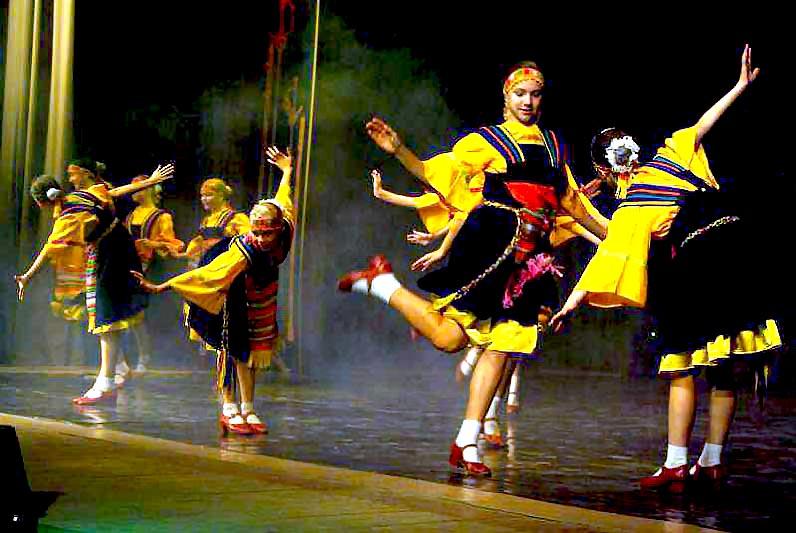 Праздник талантов проводит областной Дом Дружбы народов при поддержке регионального минкульта. Пе