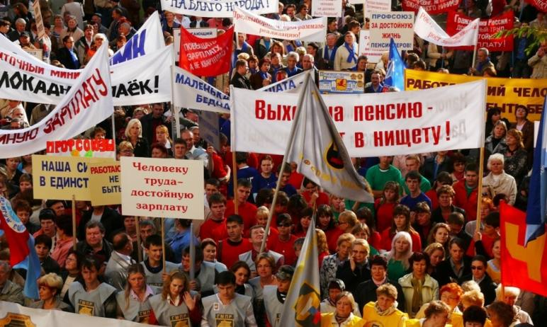 Президента России Владимира Путина попросили вмешаться в ситуацию с индексацией пенсий работающих