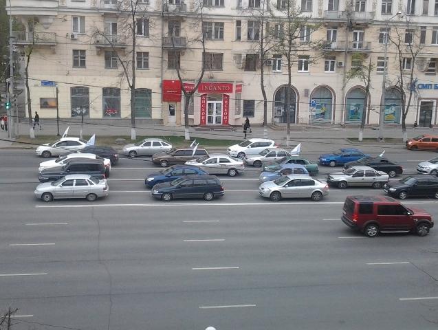 Корреспондент агентства «Урал-пресс-информ», ставший очевидцем акции, сообщает, что в автопробеге