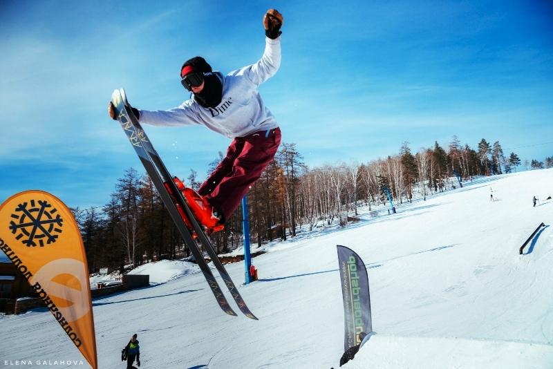 «Жаркий снег» – это четыре часа катания и четыре часа проката по очень «вкусной» цене – 1200 рубл