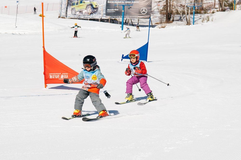 Детская школа спортивной подготовки на горнолыжном курорте «Солнечная долина» под городом