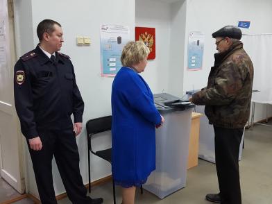 Как сообщили агентству «Урал-пресс-информ» в пресс-службе ГУ МВД по области, избирательные участк