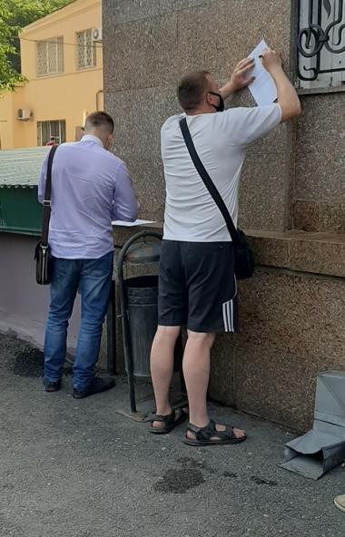 Челябинские дольщики сегодня, седьмого июля, у стен областного правительства записали видеообраще