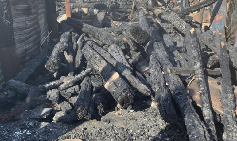 Погорельцы из Катав-Ивановска (Челябинская область), которые в результате пожара в марте этого го