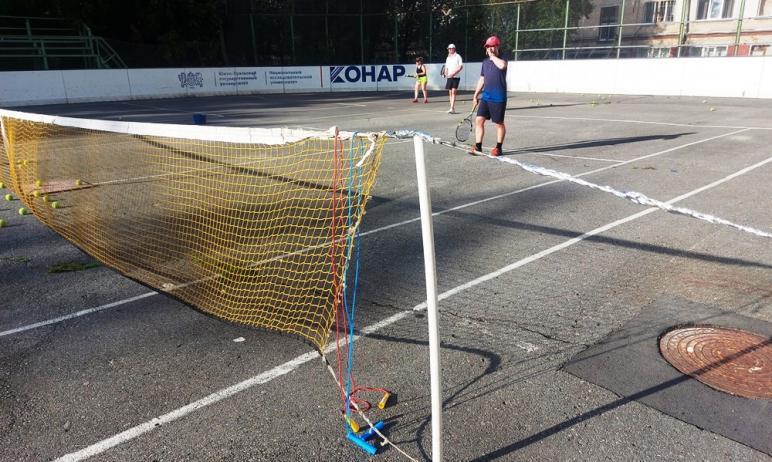 В Челябинске остро не хватает доступных теннисных кортов и данный вид спорта находится в удручающ