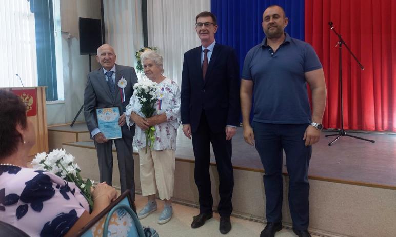 Сегодня, 8 июля, в Администрации Курчатовского района состоялось торжественное награждение семей-