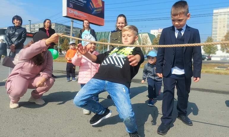 Сегодня, первого сентября, в Курчатовском районе прошло мероприятие, посвященное Дню знаний. Для