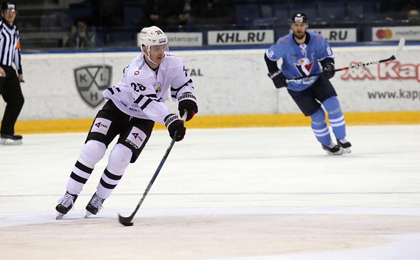 Южноуральские хоккейные клубы провели очередные матчи в чемпионате КХЛ. Челябинский «Трактор» укр