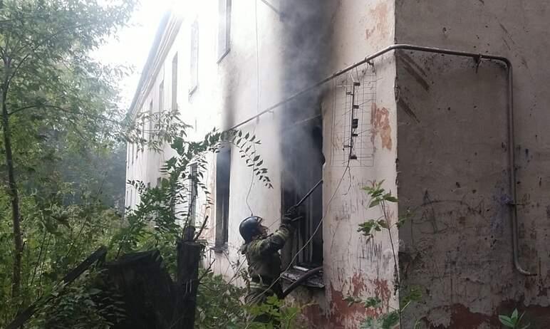 В Магнитогорске (Челябинская область) из-за хлопка газа случился пожар в двухэтажном жилом доме,