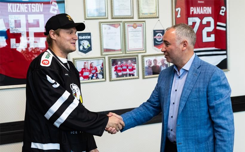 Нападающий Андрей Попов вернулся в «Трактор». Контракт с форвардом рассчитан на один сезон.