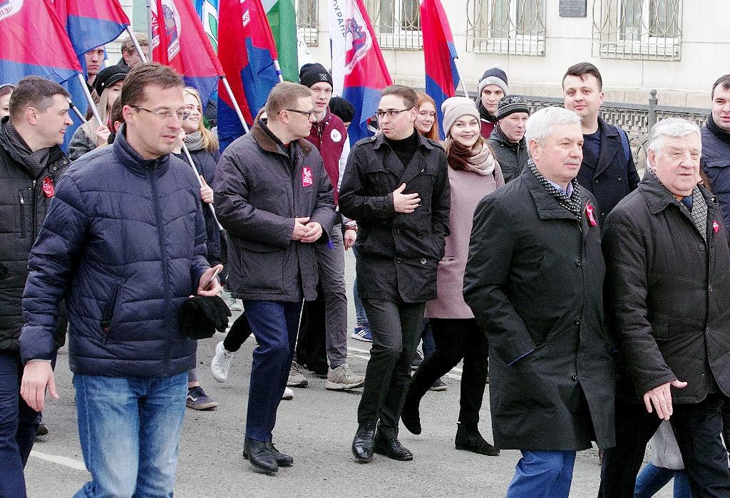 Сегодня, 1 мая, первомайская демонстрация профсоюзов собрала в Челябинске под лозунгом «За справе