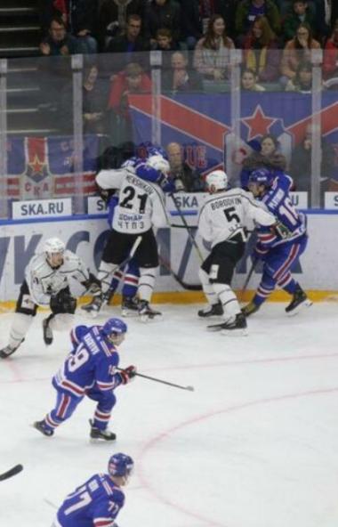 Челябинский «Трактор» в очередном матче в КХЛ одержал волевую победу над СКА – 2:1. В прошлый раз