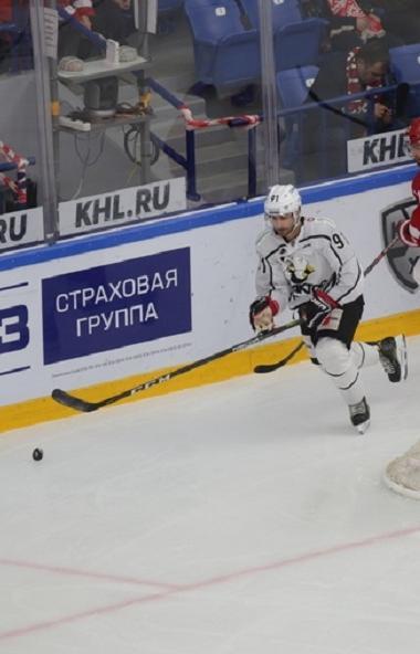 Челябинский «Трактор» уступил подмосковному «Витязю» в выездном матче в Подольске. Единственную ш